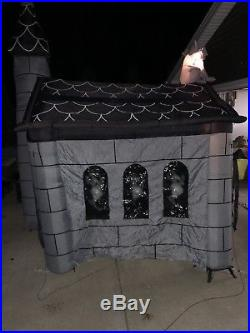 Gemmy Airblown Halloween Inflatable Haunted House 11ft