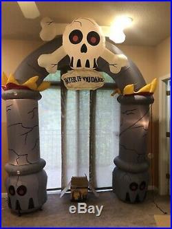 Gemmy Halloween Airblown Inflatable Skull Archway Blow Up Yard Decoration