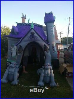 Halloween huge haunted house Airblown Inflatable GEMMY, please read description