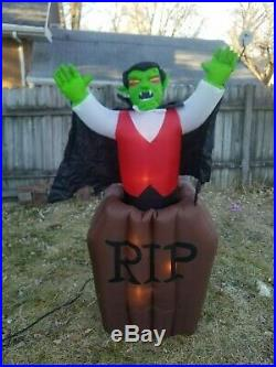 VIDEO Gemmy Airblown Inflatable Vampire Dracula Pop Up Coffin Animated Halloween